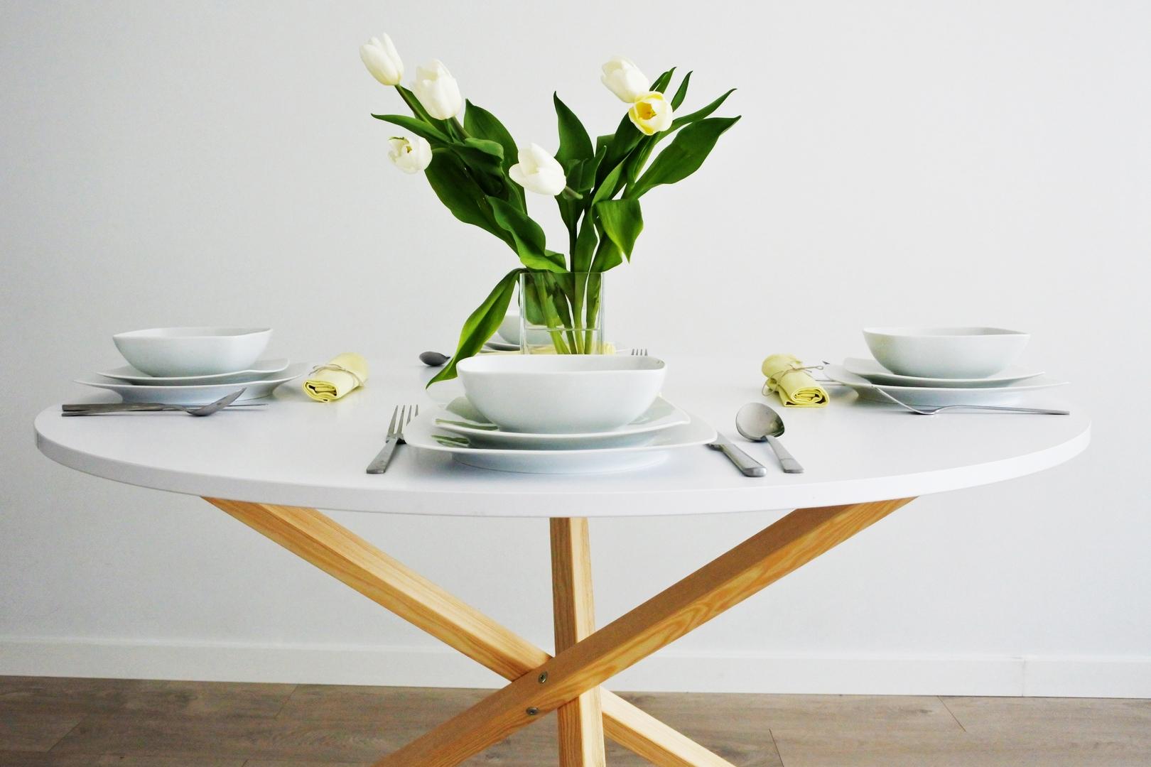 Stół minimalistyczny do jadalni okrągły VERYSIMPL
